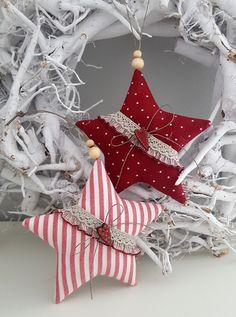 * 2 teiliges Weihnachtsset * Zwei etwas größere Weihnachtssterne aus farblich aufeinander abgestimmten Patchworkstoffen für den Weihnachtsbaum,den Weihnachtskranz, Weihnachtsstrauß oder als...