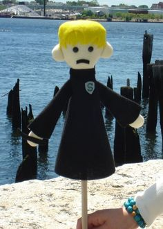 Draco Malfoy puppet :) This is SOO funny Hermione Granger, Draco Malfoy, Potter Puppet Pals, Tom Felton, Mischief Managed, Crafty Projects, Softies, Puppets, Creepy