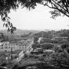 Erik Bongue CALI VIEJO - Memoria fotográfica. El Peñón, La Sagrada Familia  Fotografía: Nils Bongue, 1955