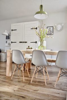 If there's one thing certain in the interior design world, it's that Charles and Ray Eames designed exceptional furniture for Herman Miller. Dining Room Inspiration, Interior Inspiration, Inspiration Design, Scandinavian Home, My New Room, Home Fashion, Home And Living, Home Kitchens, Living Spaces