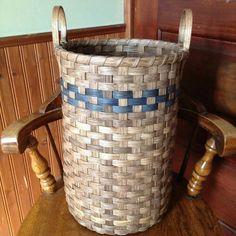 Trash basket by Joanna's Collection. Rattan Basket, Baskets, Basket Weaving Patterns, Patch, Cool Kids, Friendship Bracelets, Weave, Basket Ideas, Diy