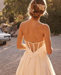 Wonderful Perfect Wedding Dress For The Bride Ideas. Ineffable Perfect Wedding Dress For The Bride Ideas. Wedding Dress Backs, Bhldn Wedding Dress, Classic Wedding Dress, Best Wedding Dresses, Perfect Wedding Dress, Bridal Gowns, Lace Weddings, Wedding Gowns, Wedding Dress Corset