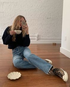 Aesthetic vintage art hoe trendy casual cool edgy grunge outfit fashion style idea ideas inspo inspiration for school for women winter summer baggy flared mom jeans pants Mode Outfits, Winter Outfits, Casual Outfits, Fashion Outfits, Travel Outfits, Fashionable Outfits, Fashion Trends, Fashion Tips, Looks Style