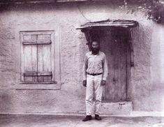 Ηλίας Πετρόπουλος  Σε ασπρόμαυρες φωτογραφίες, από πόλεις στις οποίες έζησε και αλήτεψε με τους φίλους του.. '50 - '70.