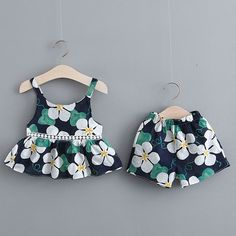 Best 12 Baby / Toddler Summer Floral Print Strappy Top and Shorts with Hat Set – SkillOfKing. Girls Frock Design, Kids Frocks Design, Baby Frocks Designs, Baby Dress Design, Frocks For Girls, Dresses Kids Girl, Kids Outfits, Baby Girl Fashion, Kids Fashion