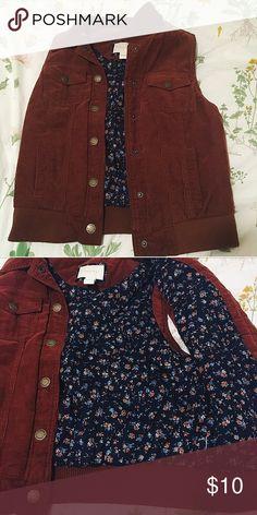Corduroy Floral F21 Vest Plush floral inside, soft brown corduroy outside. 🍁 Forever 21 Jackets & Coats Vests