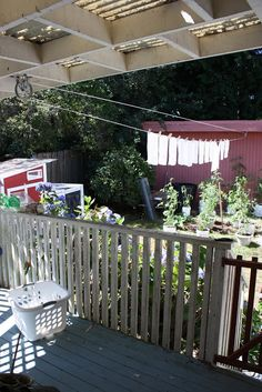 I absolutely love this idea for our house off the top deck same level as the washing machine - way too easy :) : Pulley Clothesline