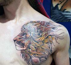Dibujo león artístico a color en pecho. Artistic Lion Chest Male Tattoos