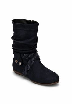 Make a note to get noticed wearing these Step Pings boots in blue colour. The synthetic upper makes these boots easy to maintain, while the synthetic lining ensures breathability. This pair of boots will brighten up a simple outfit.