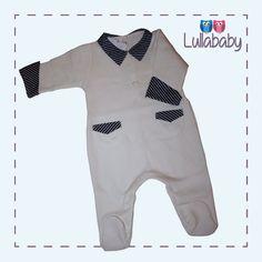 Macacão Marfim 100% algodão tricotado com detalhes de bolso e gola em tafetá e botão coelhinho de madre pérola.  Fornecedor: Petit Calin  http://www.lullababy.com.br/pd-FCDD6.html
