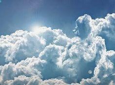 É na inconsistência Das tuas formas nas nuvens Onde já estivemos Que te recordo como quero Por pura insistência Em ter você ao meu lado Deitado de dia Observando o céu Posto que à noite Deito-me (e) só (e) enxergo o véu Por detrás do qual te escondes  Pareidolia post mortem Só não sei bem De quem  -- António Corvo  facebook.com/ailhadocorvo ailhadocorvo.blogspot.com