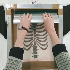 Screen printing onto clothing using paper stencils - tutorial | Handprinted