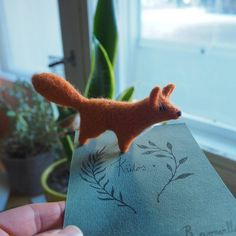 This little fox has a new home 🍀    #needlefelting #felting #felt #woolen #fox #foxlovers #natureinspired #nature #snailmail #smallsculpture #revonvilla #kettu #huovutus #neulahuovutus #postia