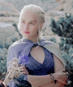 Game of Thrones Daily Emilia Clarke Daenerys Targaryen, Game Of Throne Daenerys, Game Of Thrones Funny, Hbo Game Of Thrones, Most Beautiful Faces, Beautiful Mind, Sombra Lunar, Emelia Clarke, The Mother Of Dragons
