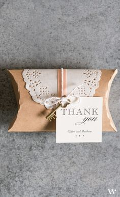 There is nothing more vintage than a kraft paper and lace combination. We love the use of both in this vintage wedding favor DIY kit.