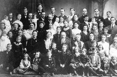 Valentina Vassilyev, de Shuya (Rusia), entró en 1998 en el récord Guinness por tener una familia con 69 hijos. Casada con un humilde campesino, tuvo 27 partos múltiples. 16 nacimientos de gemelos, 7 de trillizos y 4 de cuatrillizos.