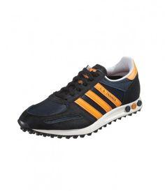 Adidas: Originals La Trainer Shoes Black. Adidas es una compañía multinacional fabricante de calzado y ropa deportiva, cuya sede central se encuentra en Herzogenaurach, Alemania. También produce otros productos como bolsos, camisetas, relojes, lentes y otros productos relacionados con el deporte y la ropa.