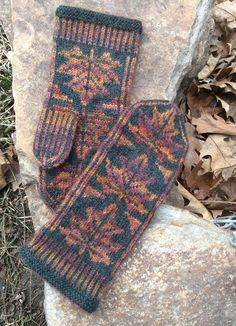 a knit and crochet community Ravelry: KathyInIowa's Almost Mittens NeverMore Knitted Mittens Pattern, Knit Mittens, Knitted Gloves, Knitting Socks, Vintage Accessoires, Knit Dishcloth, Fingerless Mittens, Tatting Patterns, Knitting Accessories