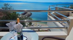 Hotel Sunce Podstrana Hotel Sunce is directly on the beach, in the town of Podstrana and 8 km from Split. Facilities include a beach bar, a sun terrace and an indoor pool with glass walls.