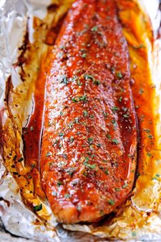 salmon baked in foil & salmon baked ; salmon baked in oven ; salmon baked in foil ; salmon baked in oven foil ; salmon baked in oven how to cook ; salmon baked in parchment paper Salmon In Foil Recipes, Fish Recipes, Seafood Recipes, Baking Recipes, Healthy Recipes, Best Salmon Recipe, Grilled Salmon Recipes, Healthy Meals, Salmon Dishes