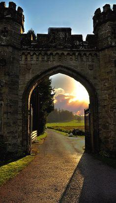Puerta del castillo, Escocia