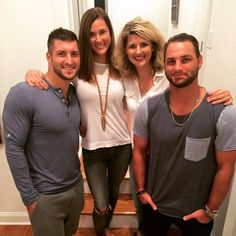 From left to right: Tim Tebow with his siblings Katie Tebow, Christy Tebow & Robby Tebow. Tim Tebow Girlfriend, Cute Celebrities, Be A Nice Human, Best Actor, Man Crush, Physique, Actors & Actresses, Beautiful Men, Girlfriends
