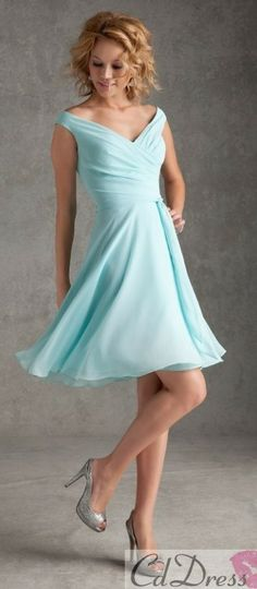 I think this would flatter my bridesmaids I love it in yellow or Grey