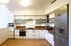 Kuchyňská linka je zbílého laminátu, na olepení dvířek byla použita tzv. 3D hrana.