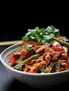 my bare cupboard: Chicken satay noodles