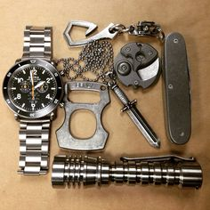 Cool edc   More Cool Gear: http://www.damniwantit.net/category/gadgets-and-gear/