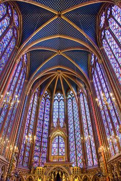 Saint Chapelle, Paris, France - This Gothic chapel is considered one of the highest achievements of the Rayonnant period. Its most prominent feature is the upper level, which is encompassed by floor-to-ceiling stained glass windows. My Art History I te Beautiful Architecture, Beautiful Buildings, Art And Architecture, Beautiful Places, Historical Architecture, Stunningly Beautiful, Sainte Chapelle Paris, Saint Chapelle, Paris Travel
