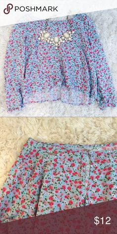 •🆕 baby blue floral crop top 💎🌹 Nice blue long or 3/4 sleeve crop top depending on your arm length. It's not super cropped, just an inch or a few. Keyhole opening with button back. Red pink blue and white flowers. Looks super cute with high waisted shorts or crushed velvet shorts! Would also look super cute with the peach leggings from my boutique 🙈 Forever 21 Tops Crop Tops