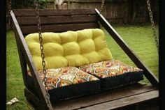 8 ways to upcycle used pallets.