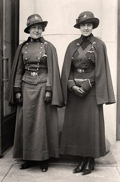 Canadian Army Nurses who served bravely on the Western Front in France and Flanders during World War One. World War One, First World, Historical Clothing, Historical Photos, Historical Costume, Old Pictures, Old Photos, Time Pictures, Vintage Photographs