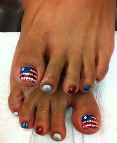 Sparkly Toe Nail Design for the 4th of July