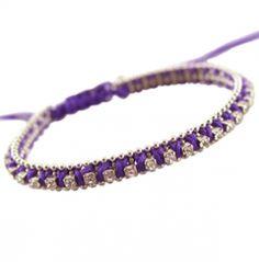 Trendy armbandjes geweven met strass. Aan de uiteindes zijn kleine zilverkleurige kraaltjes geknoopt. De armbandjes zijn door de knoop te verschuiven, in maat verstelbaar. http://bylieske.biedmeer.nl/bracelet-strass-diverse-kleuren