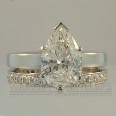 Classic set with the Pear diamond making a strong statement.