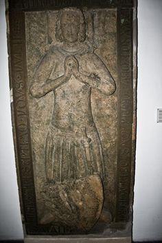 Konrad von Neumarkt. Angeblich 1296, wenns stimmt ist es einer der frühesten nachweise für nierendolche die ich kenne. Ich schätze die Datierung aber auf mindestens 40 jahre später.