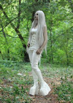White Gothic ♡ Winter Witch ✽.•*.ஜீ✽¨.•* Pinterest: @erikaevans5245
