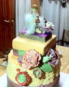 cake con muñeca de azucar