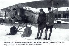 Leutnants Paul Baumer and HJ von Hippel with a Fokker D.V on Jagdstaffel 5 airfield at Boistrancourt