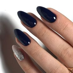 Semi-permanent varnish, false nails, patches: which manicure to choose? - My Nails Navy Nails, Matte Nails, Stiletto Nails, Pink Nails, Coffin Nails, Polish Nails, Chrome Nails, Navy And Silver Nails, Neutral Nails
