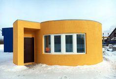 house 38 m, printed on a printer, Russia | в подмосковном городе Ступино напечатали жилой дом по технологии мобильной 3D-печати. Это первый дом в российской практике, напечатанный целиком, а не собранный из отпечатанных панелей. Печать самонесущих стен, перегородок и ограждающих конструкций длилась меньше суток: время печати составило 24 часа. Площадь отпечатанного дома — 38 квадратных метров | на InMyRoom.ru