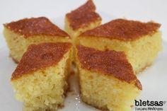 Ρεβανί | Ευτύχης Μπλέτσας Greek Sweets, Greek Desserts, Greek Recipes, Desserts With Biscuits, Greek Dishes, Sweet And Salty, Cornbread, Vanilla Cake, Kitchens