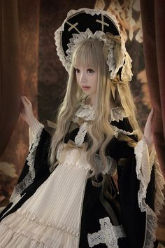 Cute Black and White Gothic Lolita Dress and Headband / Fashion Photography / Cosplay // ♥ More at: https://www.pinterest.com/lDarkWonderland/