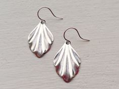 ~I am so in love with these scalloped Art Deco inspired earrings....they have so much character and charm. These dainty antique sterling silver plated Art Deco drops hang from silver plated kidney ear wires and measure 1 1/4 inches in length.  These beautiful Art Deco earrings are very lightweight on the ear and perfect for everyday wear.   These earrings make the perfect gift for your mom, sister, daughter, friend, girlfriend, wife or bridesmaids....She will truly love these and treasur...