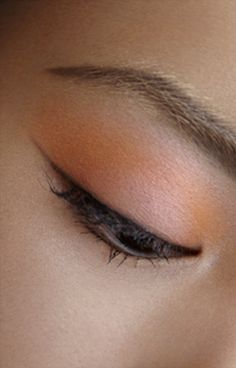 Dior MakeUp. Summer Look Croisette. 1 Couleur Eye Gloss. Discover more on www.dior-backstage-makeup.com.