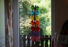 Schmetterlinge selber falten // DIY Kids – Reges Leben Diy For Kids, Ladder Decor, Christmas Tree, Holiday Decor, Spring, American, Summer, Baby, Summer Diy