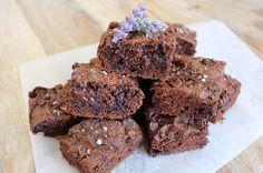 Recipe: Nut Butter & Sea Salt Brownies by JS Health (your zen life) Healthy Dessert Recipes, Sweets Recipes, Brownie Recipes, Healthy Treats, Healthy Cookies, Healthy Appetizers, Clean Recipes, Healthy Foods, Sea Salt Brownies Recipe