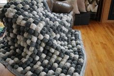 """Grahm has been bugging me for a king size bubble quilt! i like the """"pinwheel"""" method they used here! it looks like it may take a bit of time of the project! Crochet Projects, Sewing Projects, Craft Projects, Sewing Ideas, Craft Ideas, Sewing Patterns Free, Quilt Patterns, Free Sewing, Cute Crafts"""